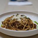Bolognese | spaghetti, bolognese, parmesan, basil oil