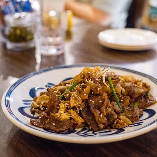Stir-fried Flat Rice Noodles with Beef