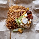 Bee Hoon with Ngoh Hiang & Mixed Fritters