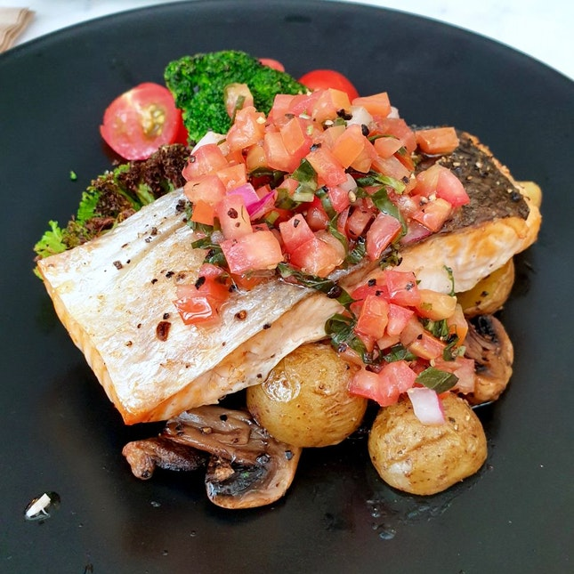 Grilled Salmon Fillet with Tomato Salsa