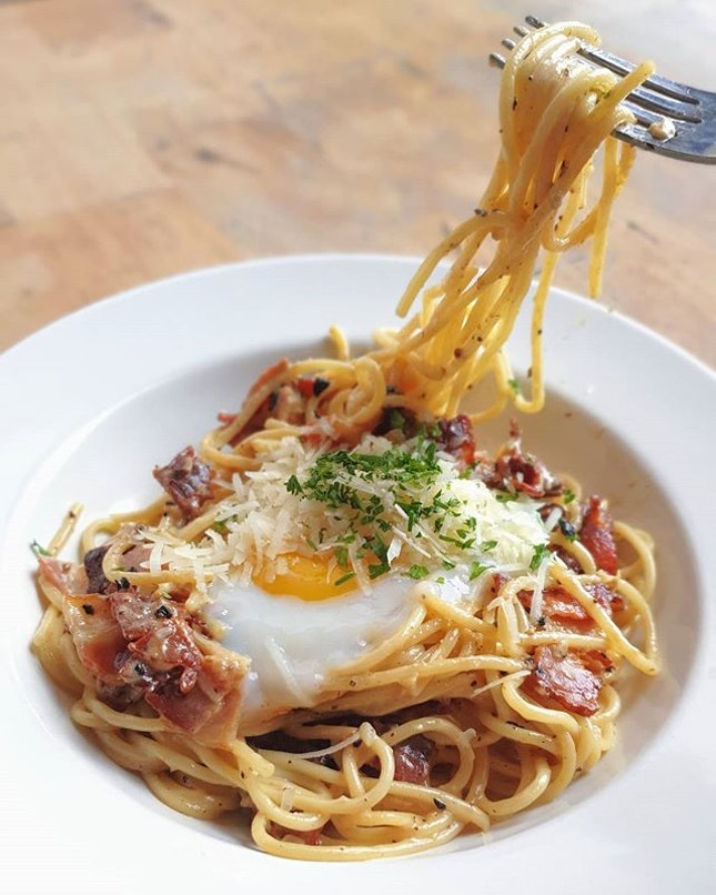 Bacon carbonara ($15) 🍝  All in brekkie ($19)  With 🅱️urpple 🅱️ eyond!