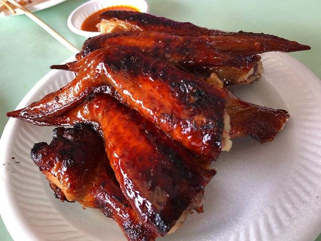 Juicy fresh wings, perfectly grilled so that the skin is so crispy while retaining the juices of the meat.