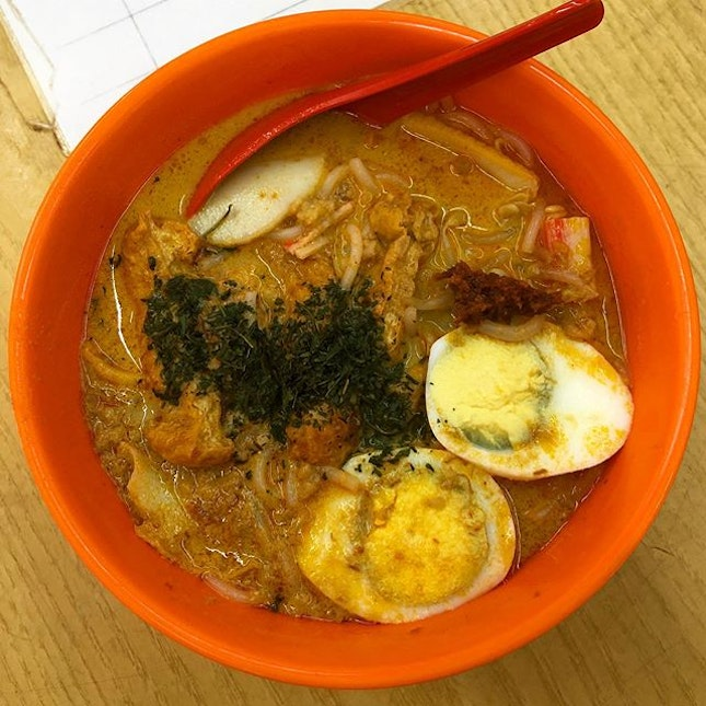 Queued for 15 mins for this laksa.