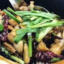 Eating something light after a heavy lunch: my fav frog legs porridge #田鸡粥