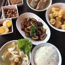 #throwback to Bak Kut Teh @songfabkt with lunch buddies 😁 .