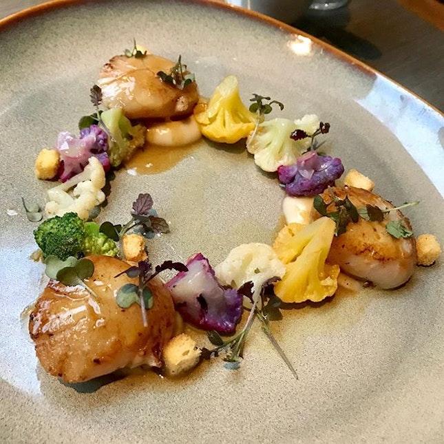 Amazing food: seaweed butter with the bread 😲🤯, Pan-seared Hokkaido scallops 😁, 300g of ribeye steak 🤗, Black cod fillet 🤤 & ending with Venezuela Soufflé 😋.