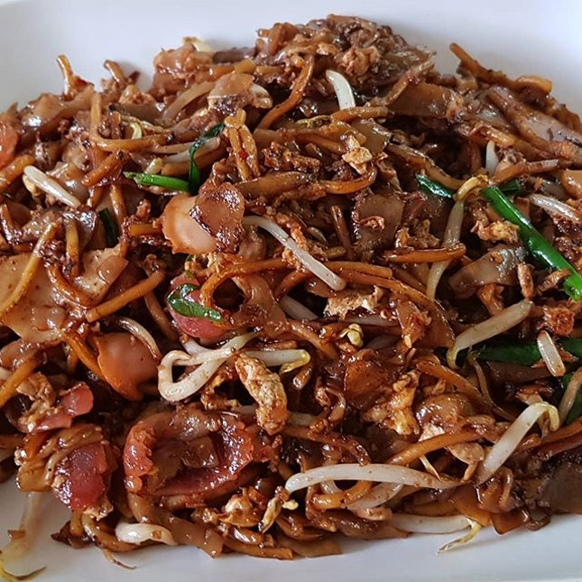 Char kuay teow  This is the super popular stall beside the main road.