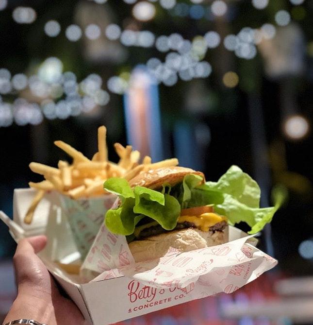 it's not betty's burger, it's MY burger 🤤  10/10 for @aloysiusemmanuel 📸