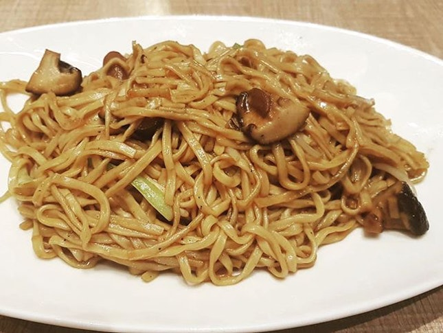 Braised Ee-fu noodles 👍🏻👍🏻👍🏻👍🏻 $16.8++ .