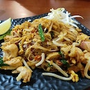 Pad Thai w Chicken 👍🏻👍🏻👍🏻 $6 .