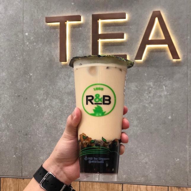 Milk Tea With Black Sugar Pearls