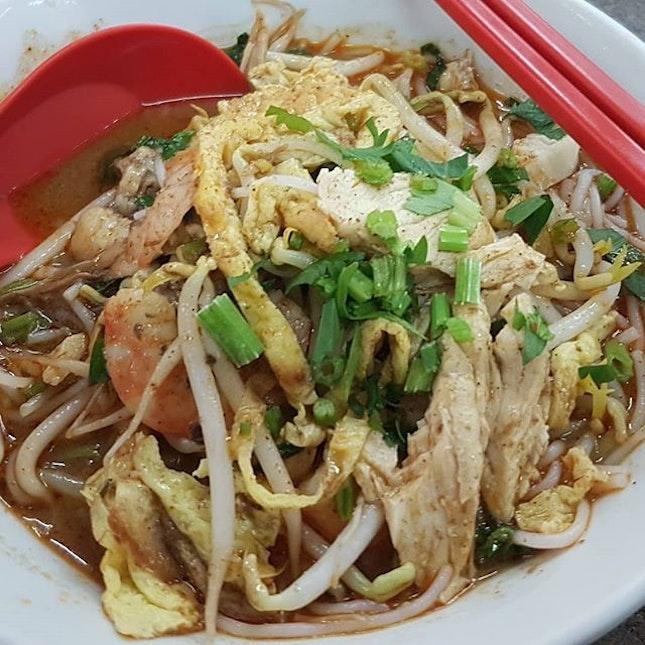 Sarawak Laksa at Ji Xin Cafe, Jalan Petanak, Kuching #sarawaklaksa #sarawakfood