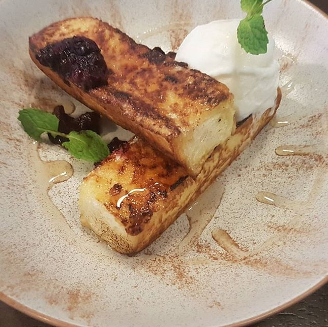 #frenchtoast with #berrycompote #vanillaicecream.