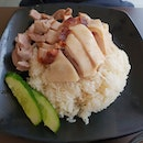 Managed to try this chicken rice and siobak despite the queue at the hawker stall.
