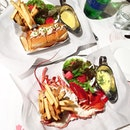 Lobster Roll and Steamed Lobster @ Pince and Pints.