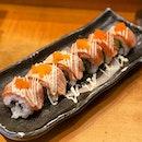 Aburi-Salmon sushi roll.