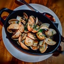Clams in Spanish Fino ($15)