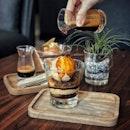 """""""My first affogato experience and last time for this affogato """" ・ 📌The Affogato Lounge ・ ついに大人のデザートを初体験(笑)  毎日のようにラテとかは飲むけど、実はコーヒー自体はそんなに得意じゃないんです(笑)  それがエスプレッソだなんて。  Hazelnette $16 Creme de la Malt $14  お値段も大人(笑)  エスプレッソはお好みの量を掛けて。  Creme de la Malt はエスプレッソを掛けると何やらパチパチ言いながら飛び散り始めて、食べてみたらわたパチのようなパチパチが口の中で弾けて楽し美味しい。  エスプレッソの苦味とアイスやチョコなどの甘みの絶妙なバランスと、食感のアクセントとなる仕掛けもあって、甘党のわたしも大満足。  ホテルと併設?してるので雰囲気も良し。  アフォガートは4種類あったので、残り2種類も食べてみたいな〜なんて思っていたら・・・ 先日のオルゴール博物館隣のラクサに続いて、こちらも閉店したと聞いてびっくり。  私達が行ったのは先週の金曜日のこと。 昨日友達が行ったら閉店してたと。  前回はシェフがまさかの遅刻でお店変更して、知らず知らずのうちに閉店間際のラクサを堪能出来た訳ですが、今回はこちらのすぐ近くのチーズケーキを食べに行ったら12:30からの提供と言われて急遽こちらに行き先変更したんです。  何にもそんなこと書いてなかったし、本当にびっくり。  滑り込みセーフで頂けて良かった。  #チーズケーキの提供時間に感謝 #入れ替わり激しすぎ  #シンガポールあるある  #theaffogatolounge @theaffogatolounge  #シンガポールグルメ#シンガポールカフェ#シンガポール生活 #シンガポール #シンガポール在住 #シンガポール旅行 #lovesg #singapura #singaporelife #🇸🇬 #singaporeinsta #singaporeinsiders #igsg #singaporecafe #sgcafe#sweettooth #sgcafehopping #eatoutsg #foodpics #burpple #みど散朝活隊"""