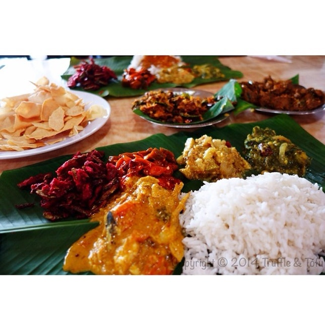 DEVI'S CORNER (Banana Leaf Rice )  Picture above: Banana leaf rice  1⃣Food = 6.5/10 2⃣Price = 5.5/10 3⃣Ambience = 4/10 4⃣Service = Not very attentive staff 5⃣Notes = Banana leaf rice might ran out during the night time 6⃣Recommendations = Banana leaf rice and crab curry  7⃣Address = 14, Jalan Telawi 4, Bangsar Baru, KL 8⃣Opening hours = Opened daily (24 hours)  9⃣Halal = Yes 🔟Contact no.