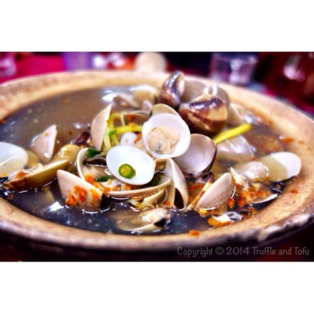 Traveled an hour and a half to Klang to have this Fresh LaLa (clams) with chilli padi, garlic, ginger in thick Chinese wine broth..