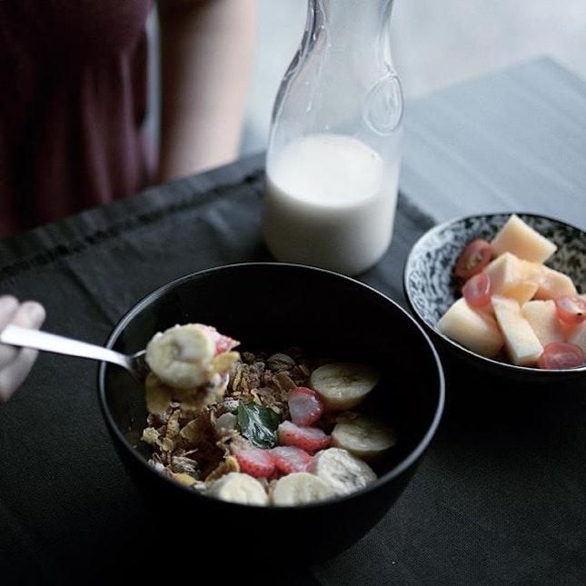 Homemade Granola + Yogurt / I'm starting to eat clean..