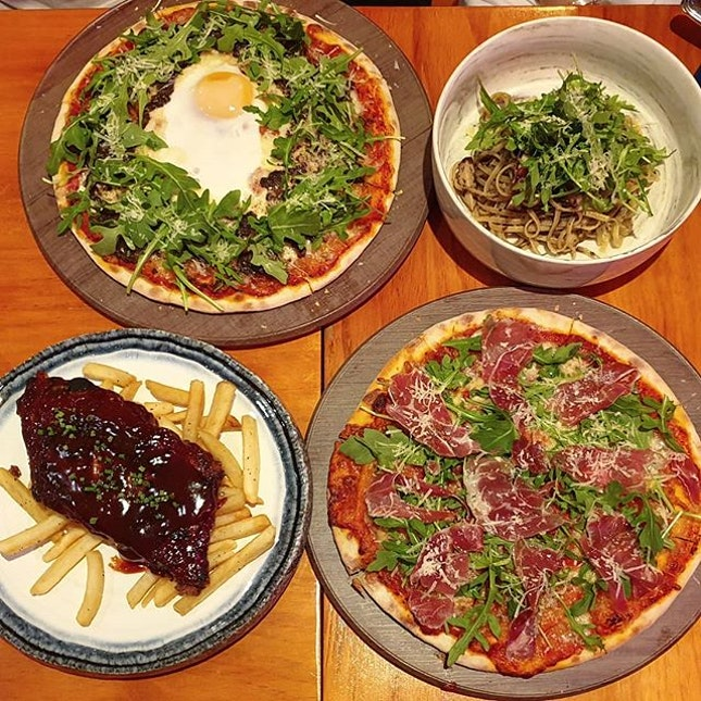 [📍Singapore] Dinner spread at Philosophy Modern Fusion: Truffle & egg pizza, Truffle & funghi pasta, Parma ham pizza and Pork ribs 🤤😍🤤 Love the pizzas here because they're sooo generous with the toppings and the best part - it's 1-for-1 with #burpplebeyond!