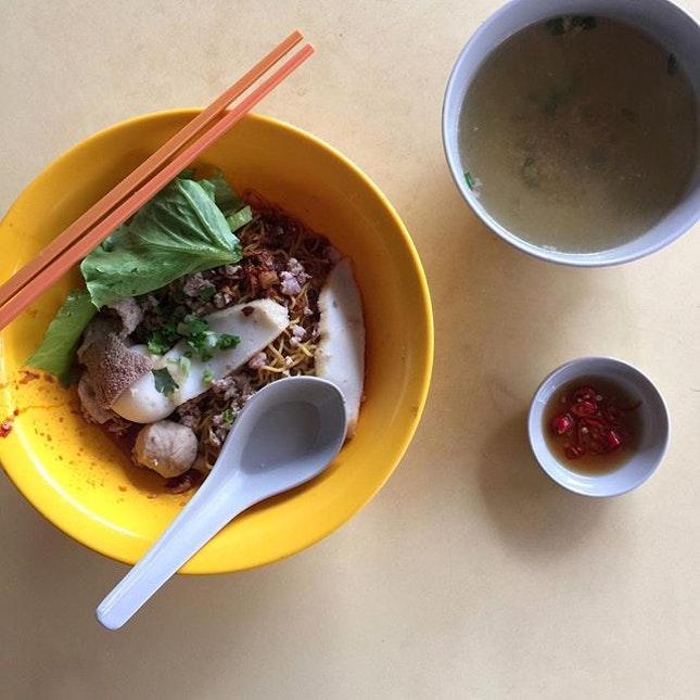 Among all the old school eateries at the Chong boon food centre, there is this stall which served spicy Bak Chor Mee.