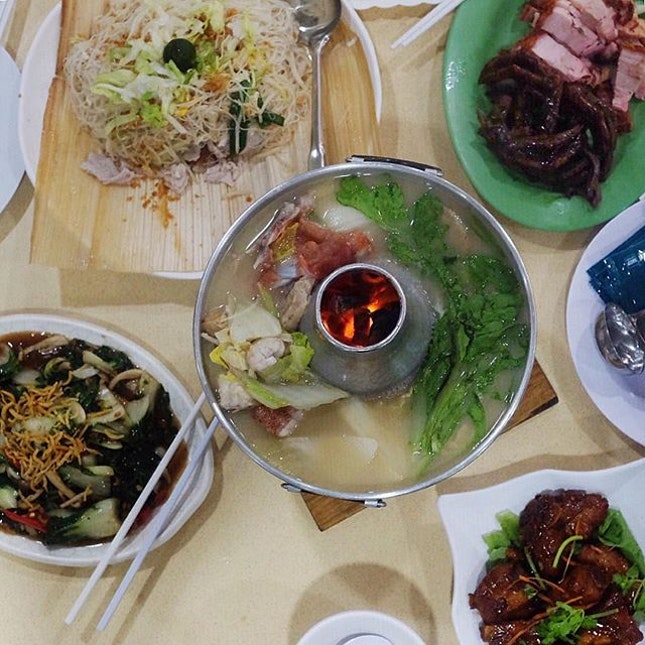 Fish Head Steamboat  Beautiful array of Zi char dishes.