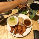 Thai Style Crispy Chicken Chop always whenever I'm at @streatthai 🇹🇭 Oh and the Som Tam was good addition if you're into veges (well technically it is a salad) — #vscocam #foodie #foodblog #foodporn #chicken #crispy #fried #rice #chickenrice #chickenchop #somtam #greenpapaya #salad #thaigreentea #tea #matcha #thaimilktea #thailand #thaifood #thai #jayaone #pjkita #petalingjaya #nomnom #burpple #jfbgoes