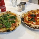 After 40 minutes of driving and here we are, at the famed pizza place that serves locally made buffalo mozzarella (too bad it was out when we arrived so we settled for others).