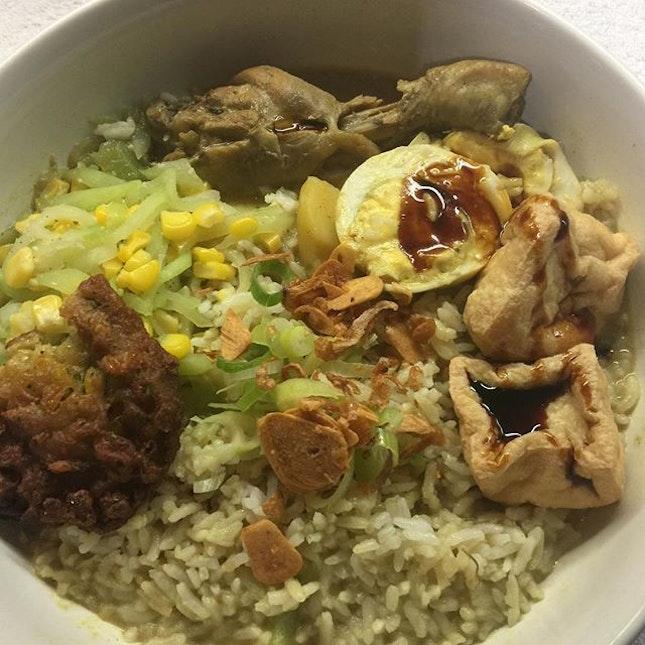 #chickencurry #tofu #boiledeggs #cornfritter #labusiam #homecooked #nasikariayam #burpple