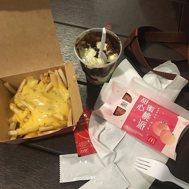 The new salted egg yolk loaded fries, pandan ice cream and peach pie from McDonalds!