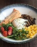 #eatclean with this salmon quinoa bowl at OTC cafe!