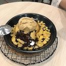 Chocolate cookie With Earl Grey Ice Cream