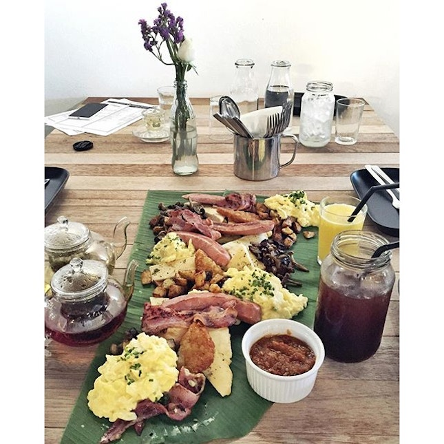 You can never be too ready for an XXXL breakfast served to you like how they do it with banana leaf rice.