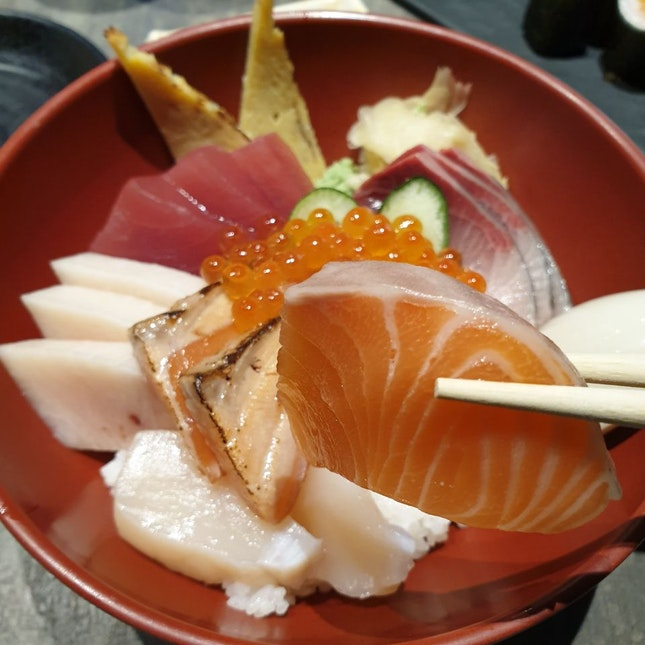 Quintesential Chirashi Don