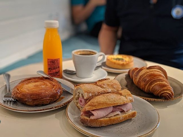 I love pastries and one of the better places to get them is none other than Tiong Bahru Bakery!