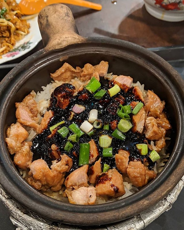 Are you one of those people who love claypot chicken rice but wish that the chicken could be boneless?