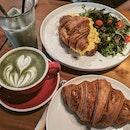 Eggs Croissant & Matcha Latte