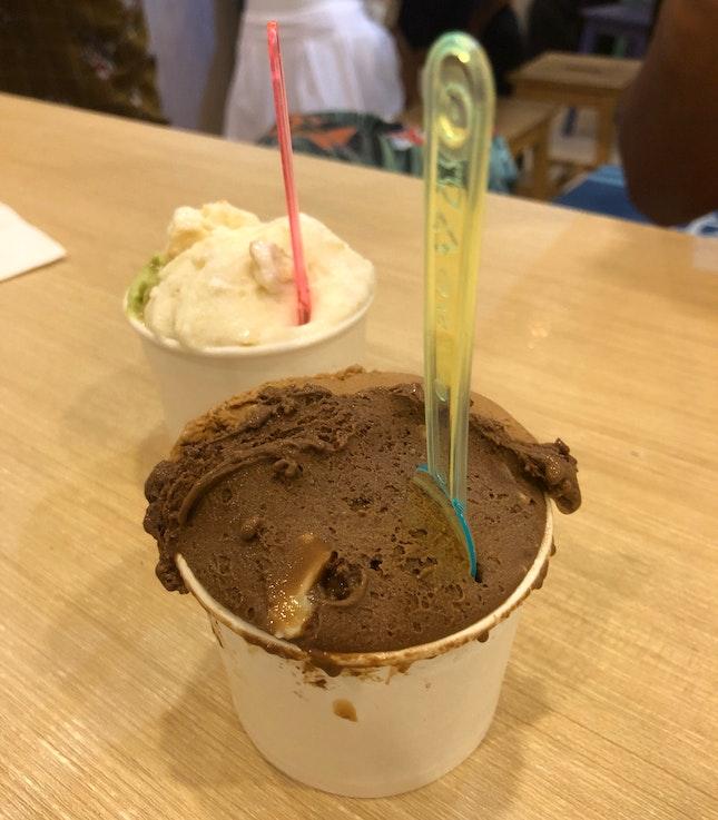 Mocha Macnut/Yuan Yang & Kueh Dadar/Parmesan Cheese & Cream Crackers ($5/4oz Cup)