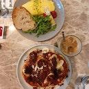 Banana Hotcakes ($21++) & Truffle-infused Omelette ($25++)