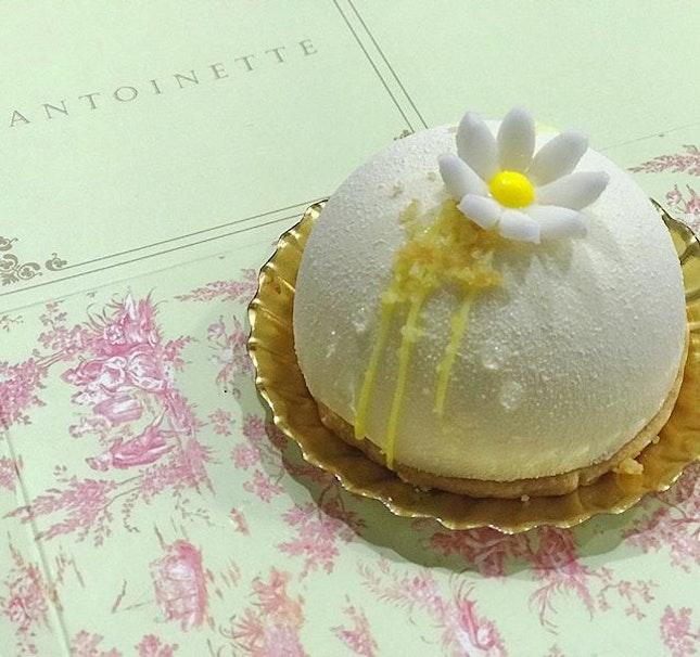 【Chloe🌼】Yuzu cremeux, white chocolate vanilla mousse, light sponge cake and almond stable〜 #antoinette #antoinettesg #cafe #cafesg #sgcafe #foodstagram #dessert #pastry #cake #foodporn #instafood #instafoodie #burpple #burpplesg