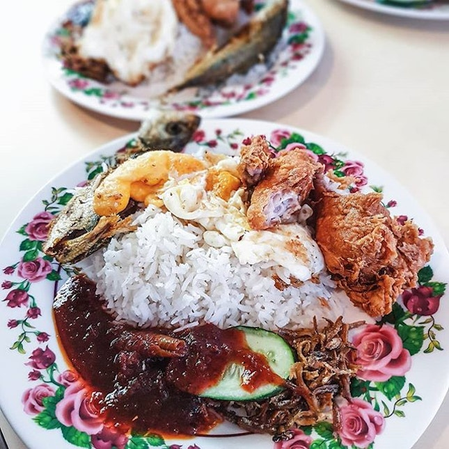 Changi Village used to be my weekly haunt a decade ago (wow how times flies 🤔), and I vividly recall queuing for my usual order of chicken cutlet horfun whenever we visit the hawker centre.