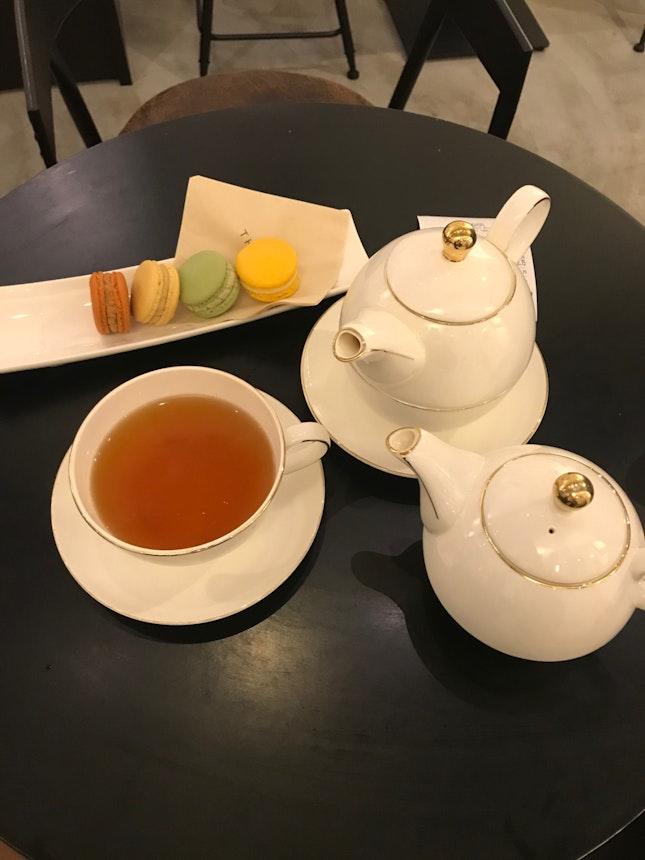 Delicious Macarons, Average Tea