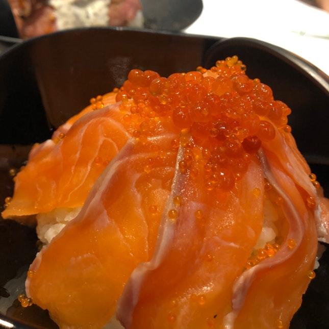 Salmon Sashimi / Ikura Don