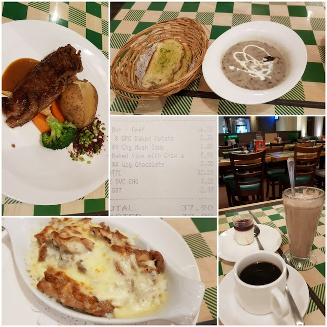 Set Lunch Steak With Garlic Bread, Drink And Dessert