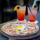 Up for some smokey Neapolitan-style pizza?😋 Pizza Time is one of the few restaurants in Singapore that uses Italian-made wood fire oven.