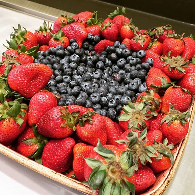 Very nice display for our breakfast for blueberry and strawberry in our 3 days stay in hyatt place moab.
