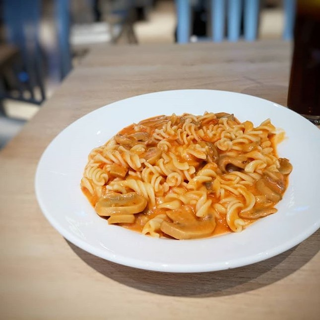 Eighteen Chef's (@eighteenchefs) menu allows you to create your own pasta, baked rice or baked fusilli with a myriad of different ingredient combinations.