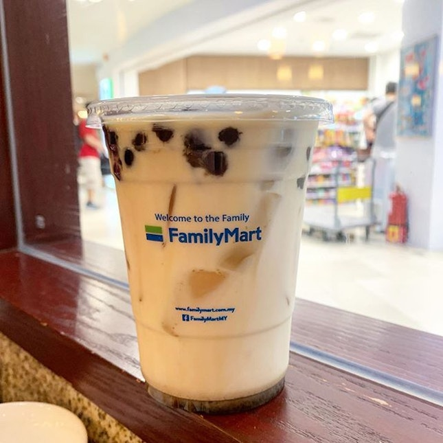 👣 Johor, Malaysia - 🥤 Brown Sugar Bubble Milk (RM6.90) ⭐️ 7/10 🍬 cannot choose, drink not too sweet ⚫️ pearl is actually not bad but very inconsistent; some were still uncooked while some were very soft .